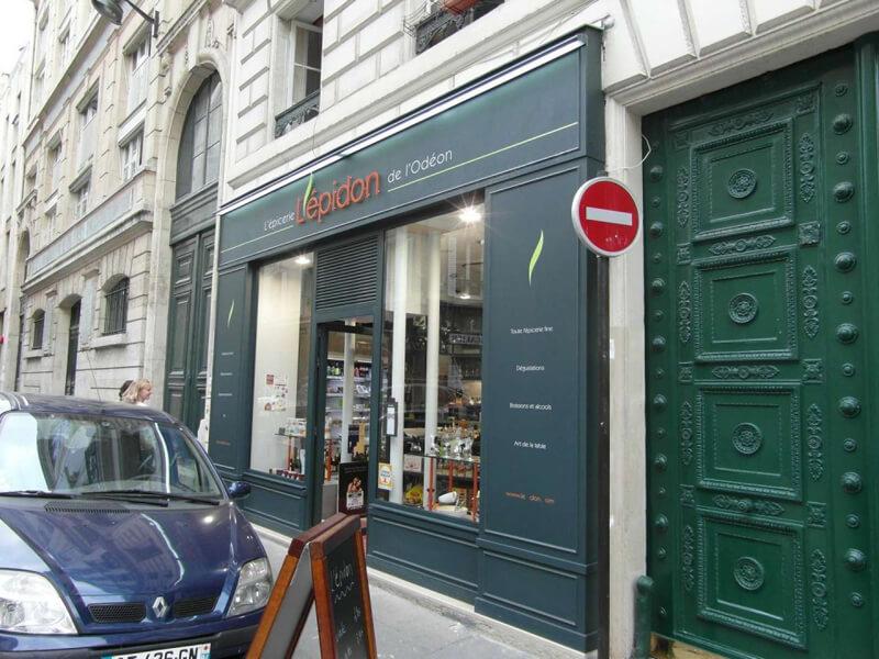 Devanture épicerie fine à Paris