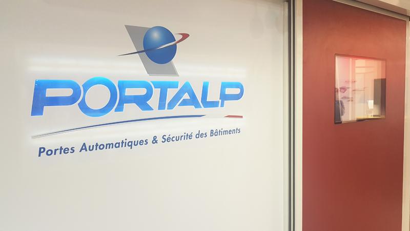 Détails logo Portalp rétroéclairé et porte HDS Clean étanche