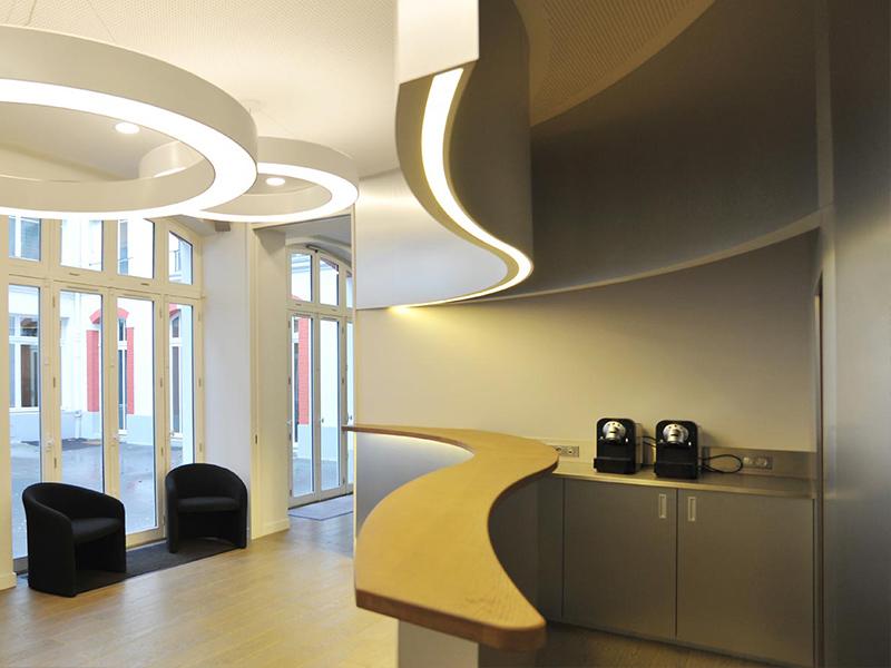 Espace café et de détente dans des bureaux parisiens