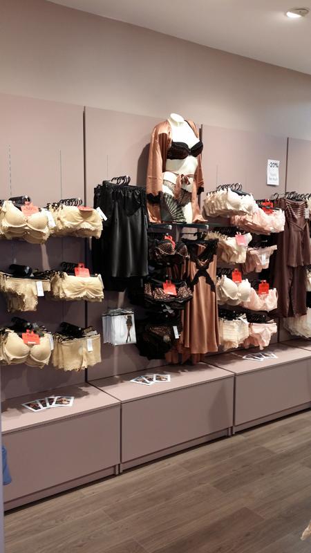 Mise en valeur des produits de la boutique de lingerie