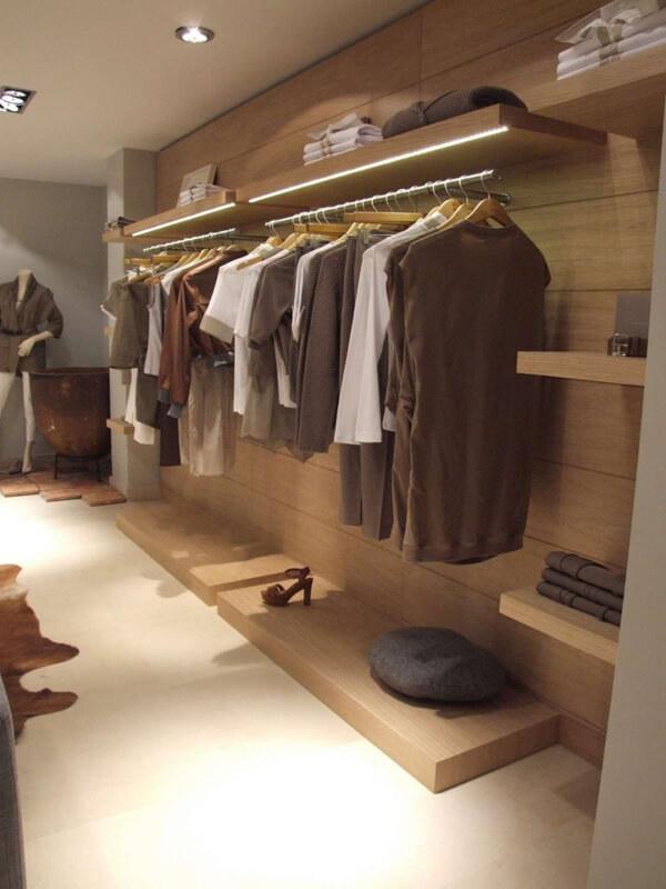 Penderie et agencement multiples pour un magasin de vêtements hommes