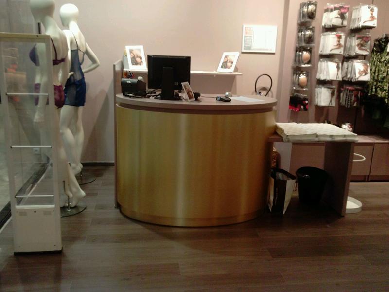 Comptoir de vente boutique de lingerie