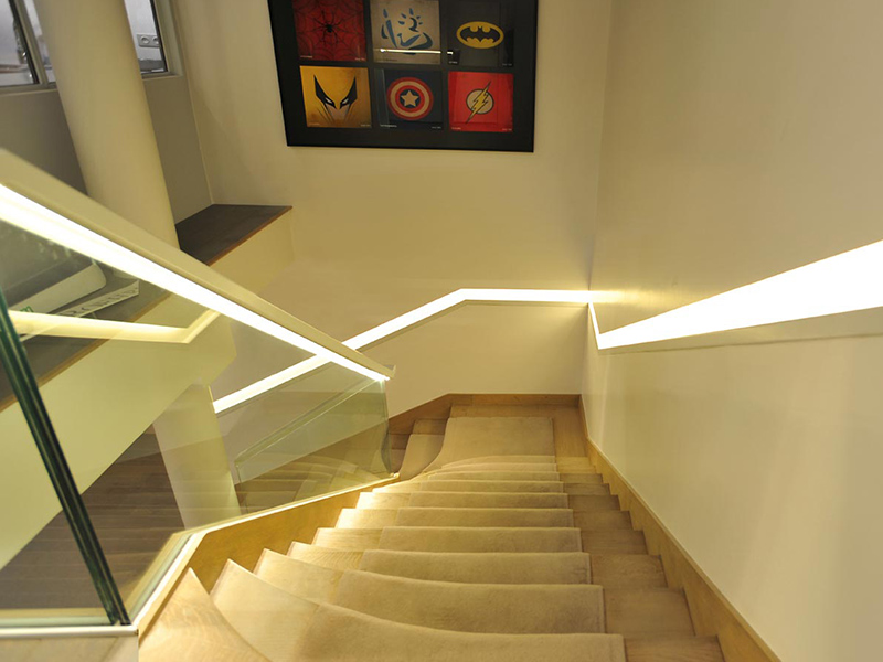 Escaliers sur-mesure dans des bureaux parisiens
