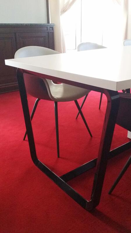 Détail table de réunion