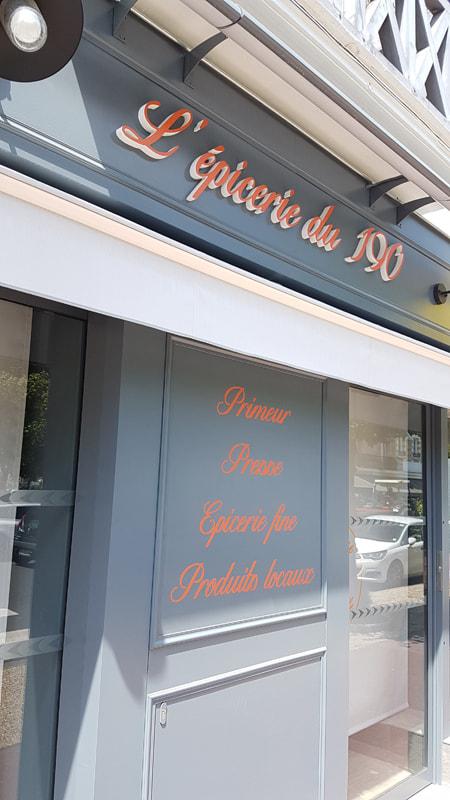Agencement d'une épicerie à Deauville