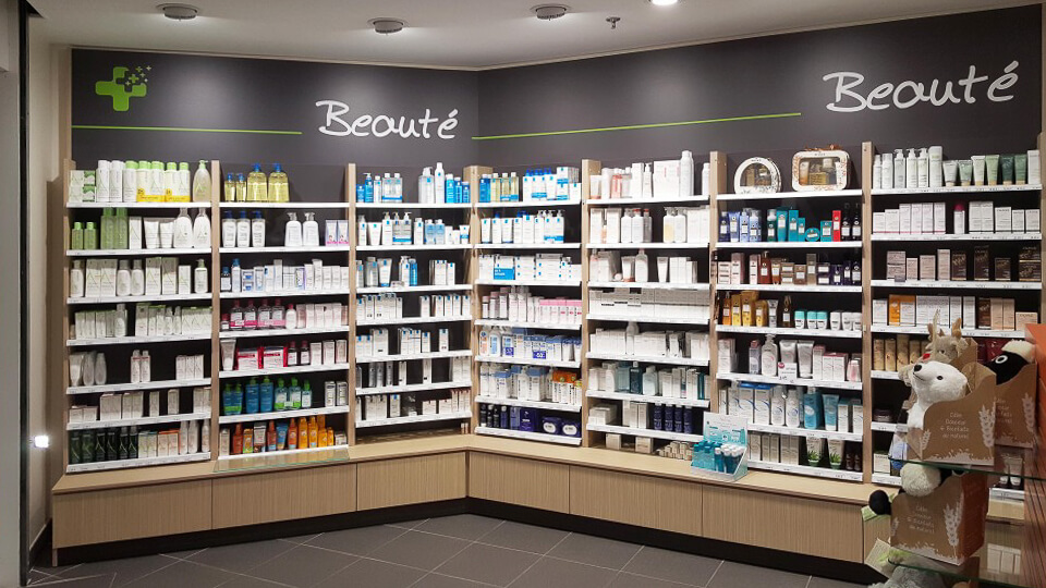 Agencement pharmacie et signalétique interne