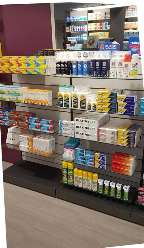 Aménagement d'une pharmacie à May-sur-Orne : étagères Technolam