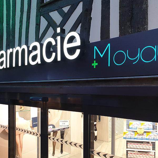 Agencement d'une pharmacie à Moyaux