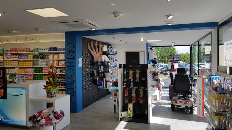 Agencement intérieur pharmacie Ranville avec délimitation des espaces