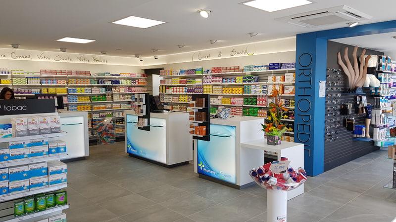 Comptoirs de vente et rayonnage pharmacie Ranville