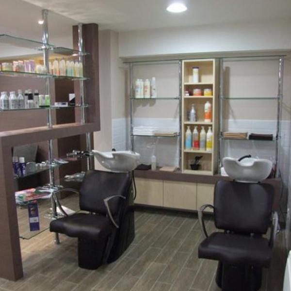 Agencement d'un salon de coiffure à Carpiquet