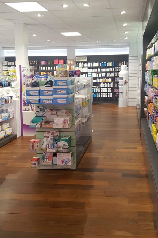 Etagères Technolam pour une pharmacie du Havre