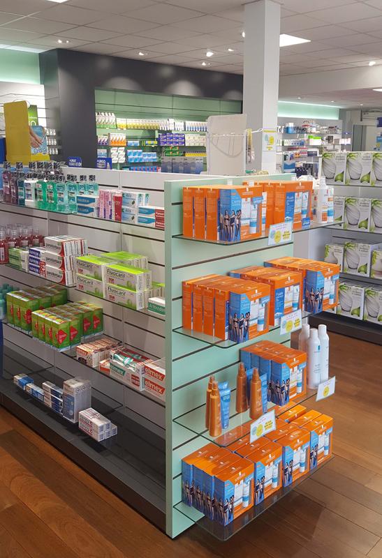 Aménagement pharmacie Le Havre : étagères Technolam