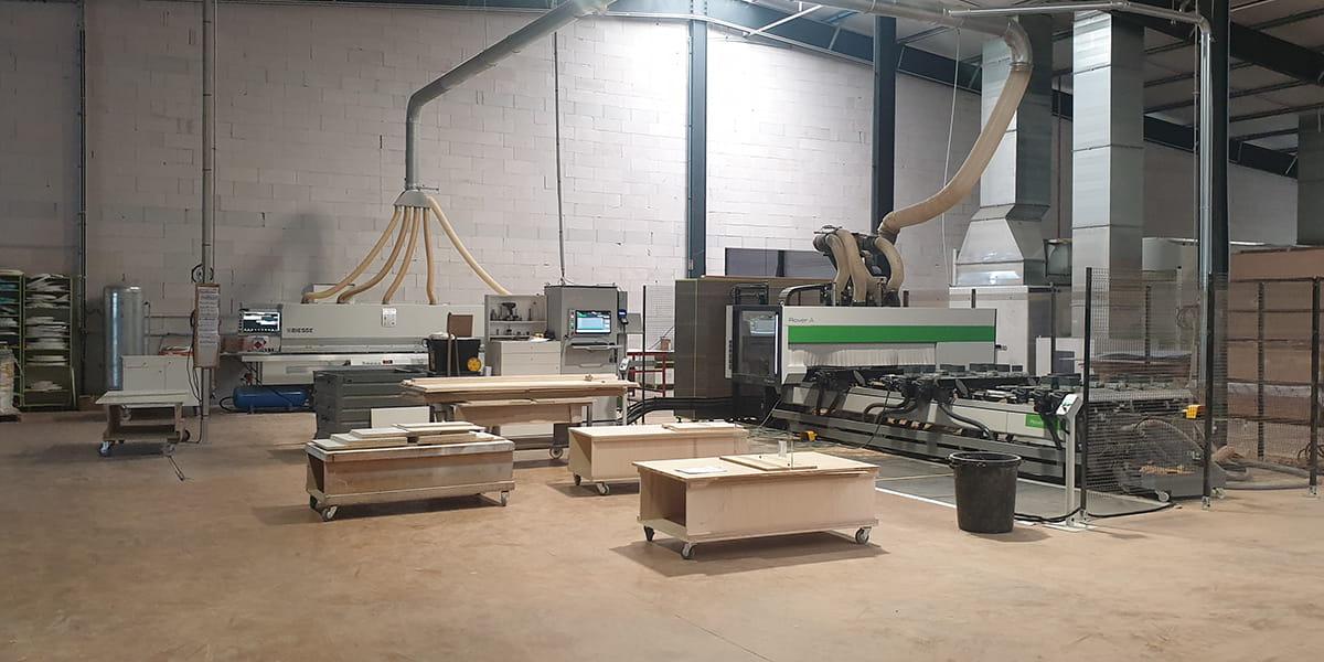 Atelier d'assemblage du mobilier conçu et fabriqué par TM Agencement