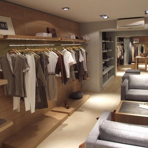 Agencement d'une boutique de vêtements à Deauville
