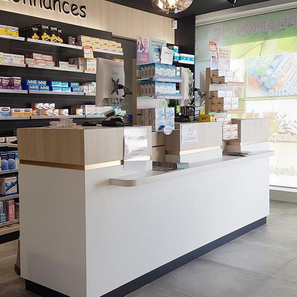 Comptoir triple postes en pharmacie