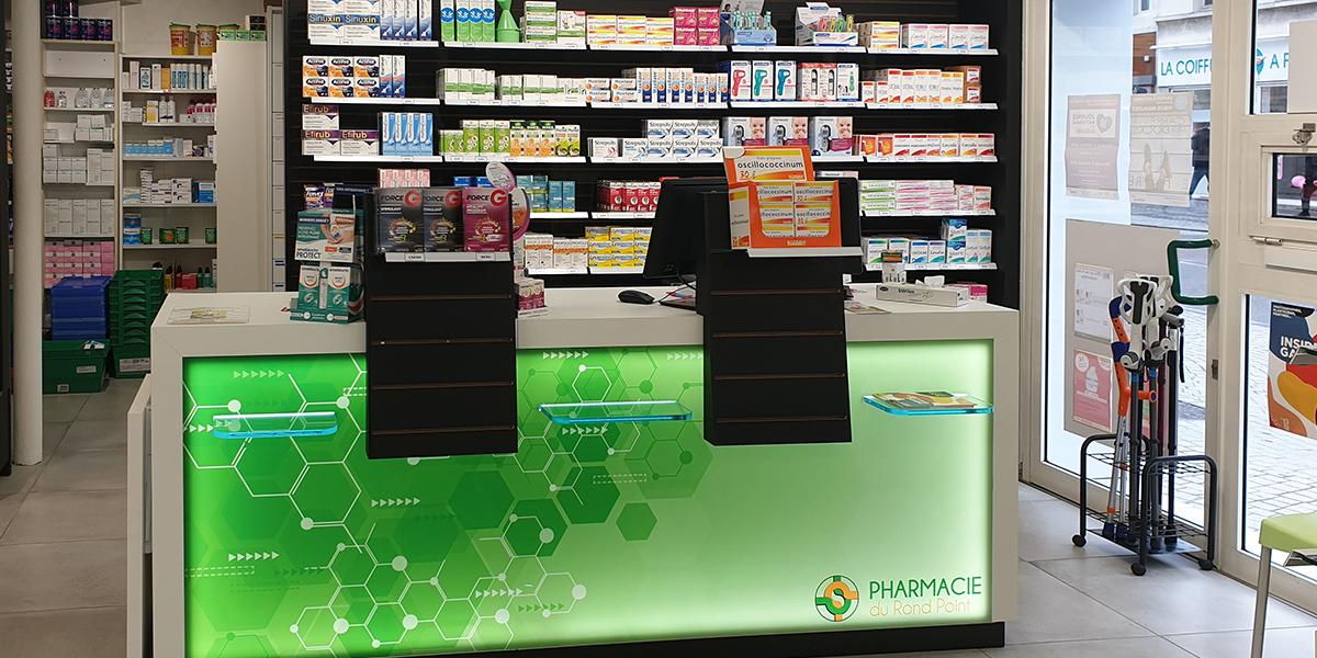 TM agencement fabrique des comptoirs pour une pharmacie au Havre.