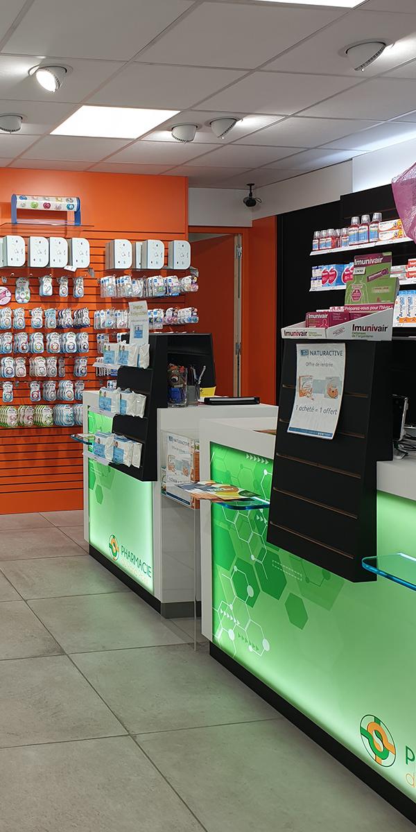 Comptoirs et présentoirs pour une pharmacie du Havre.