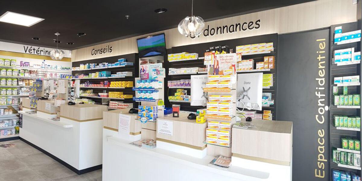 Comptoirs et signalétique intérieure de pharmacie