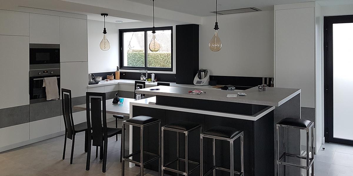 Création, fabricattion et installation d'une cuisine-sur-mesure.