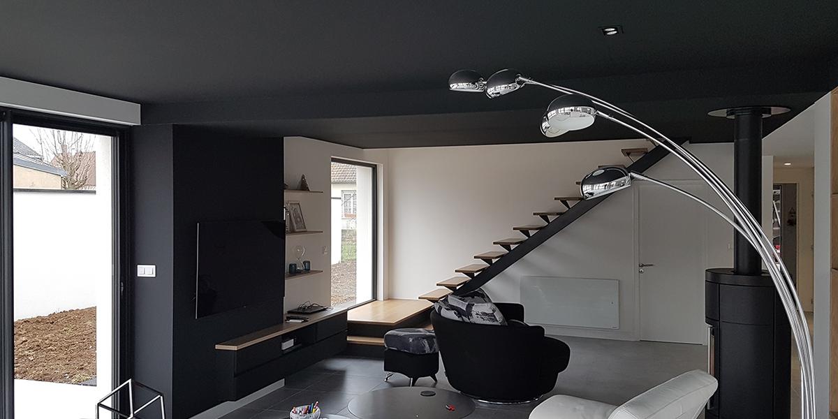 Installation d'un escalier et de mobilier sur-mesure.