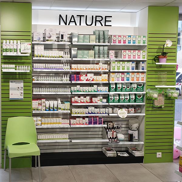 Création d'un espace nature dans une pharmacie du Havre.