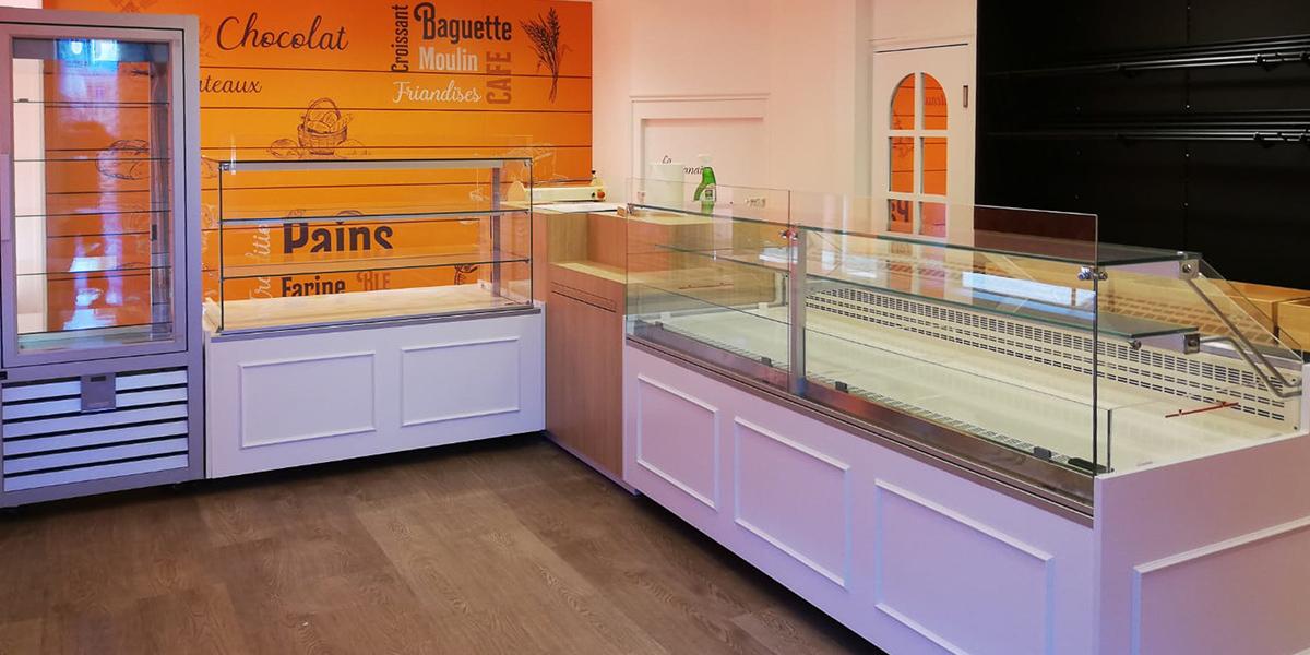 Installation de vitrines réfrigérées dans une boulangerie
