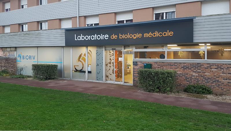 Devanture laboratoire de biologie médicale à Ifs