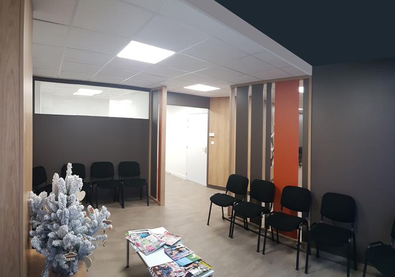 Agencement salle d'attente d'un laboratoire de biologie médicale à Ifs
