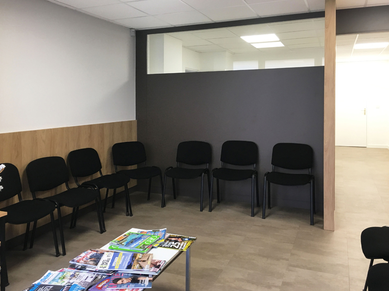 Rénovation d'une salle d'attente dans un laboratoire de biologie médicale à Ifs