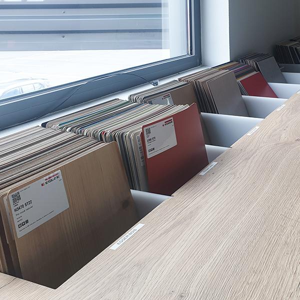 Nuanciers de teintes proposés par TM agencement pour le revêtement de vos comptoirs de vente, présentoirs, étagères
