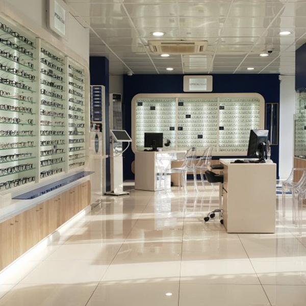 Agencement d'une boutique d'optique à Paris