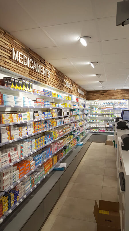 Agencement Technolam dans une pharmacie de Merville-Franceville