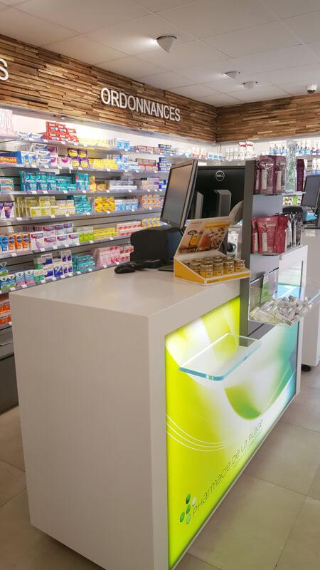 Création de comptoir patientèle pour une pharmacie à Merville-Franceville