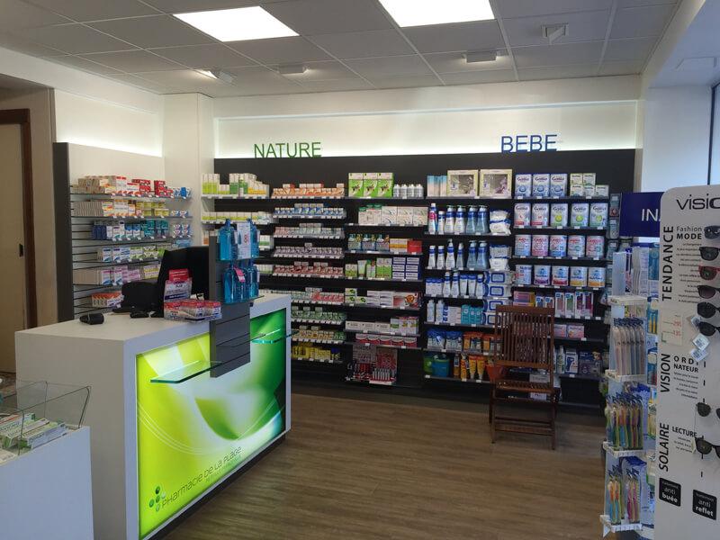 Signalétique intérieure pour définir les espaces Nature et Bébé d'une pharmacie