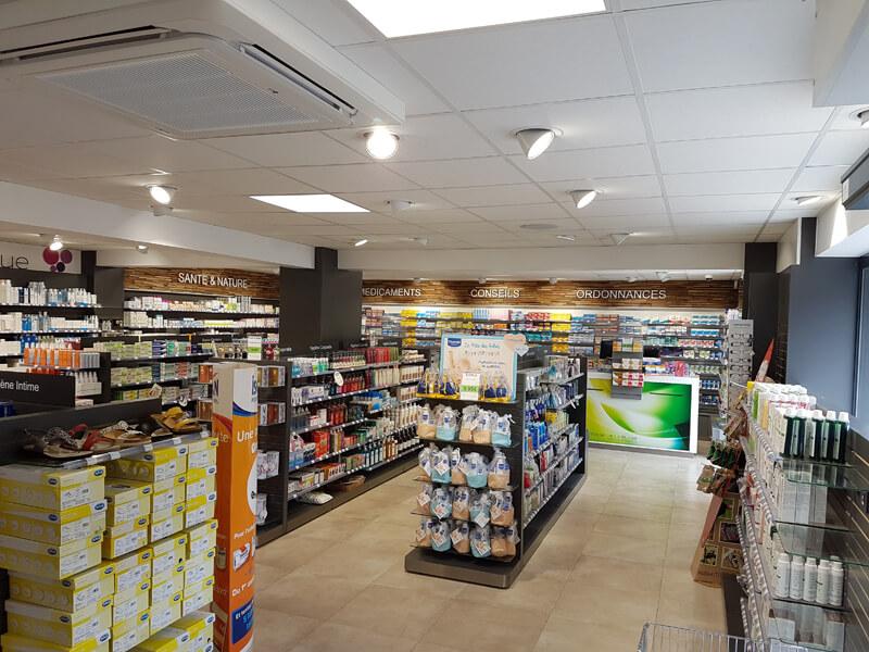 Vue d'ensemble de l'angencement d'une pharmacie dans le Calvados