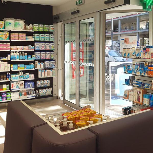 Porte automatique Portalp dans une pharmacie
