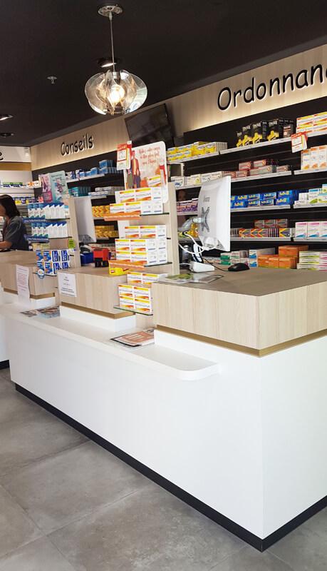 Comptoirs de vente et tablette PMR pharmacie à Fontenay-le-Comte