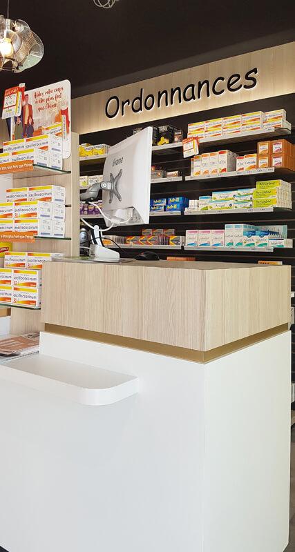 Détail comptoir de vente pharmacie à Fontenay-le-Comte
