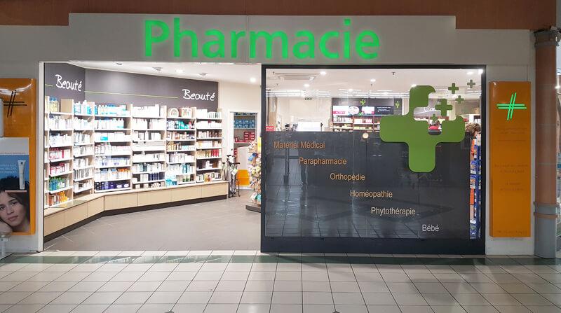 Rénovation d'une pharmacie à Argentan, dans la galerie d'un centre commercial