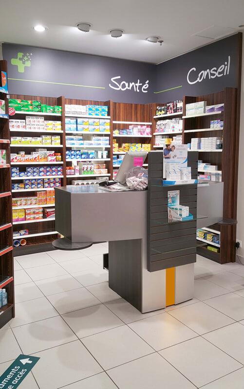 A Argentan, rénovation d'une pharmacie avce la création d'un espace conseil et santé