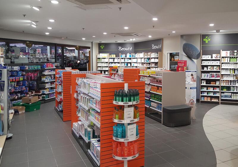 Vue intérieure de la rénovation d'une pharmacie à Argentan