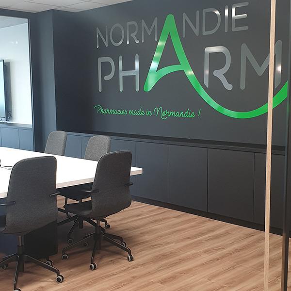 Création d'une identité visuelle murale pour l'ordre des pharmaciens de Normandie.